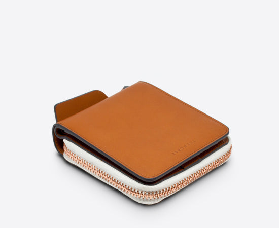 http://www.compendiumstore.com.au/collections/related-horsewallet