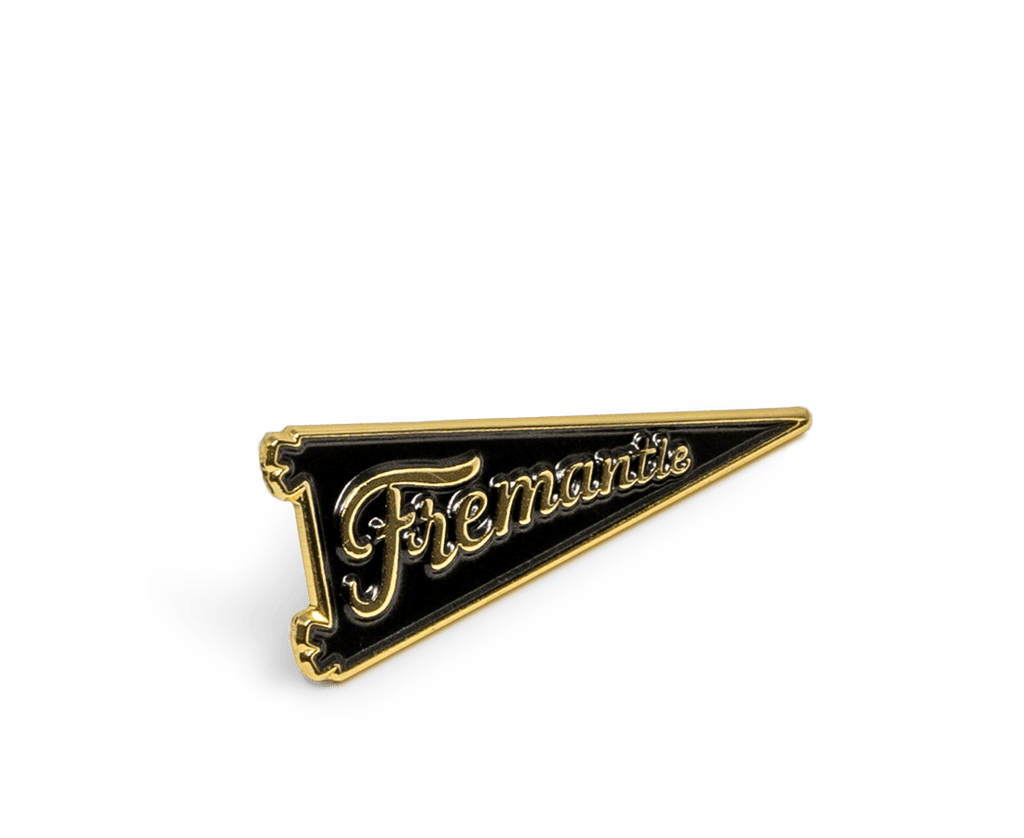 Fremantle Pennant Flag Pin in Gold