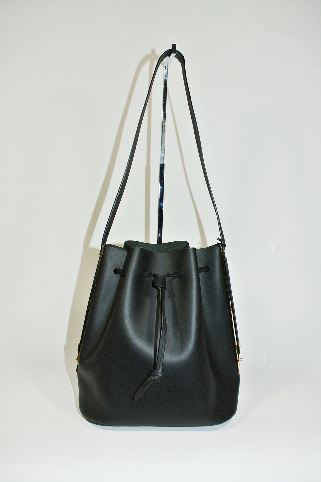 Sophie Hulme Black 'Fleetwood' Medium Leather Bucket Bag