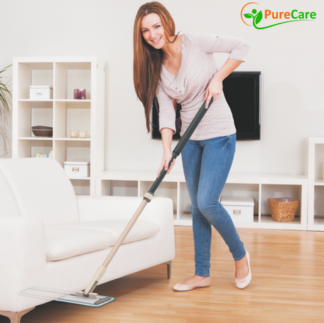 products/Lady_holding_EasySlide_Mop.png