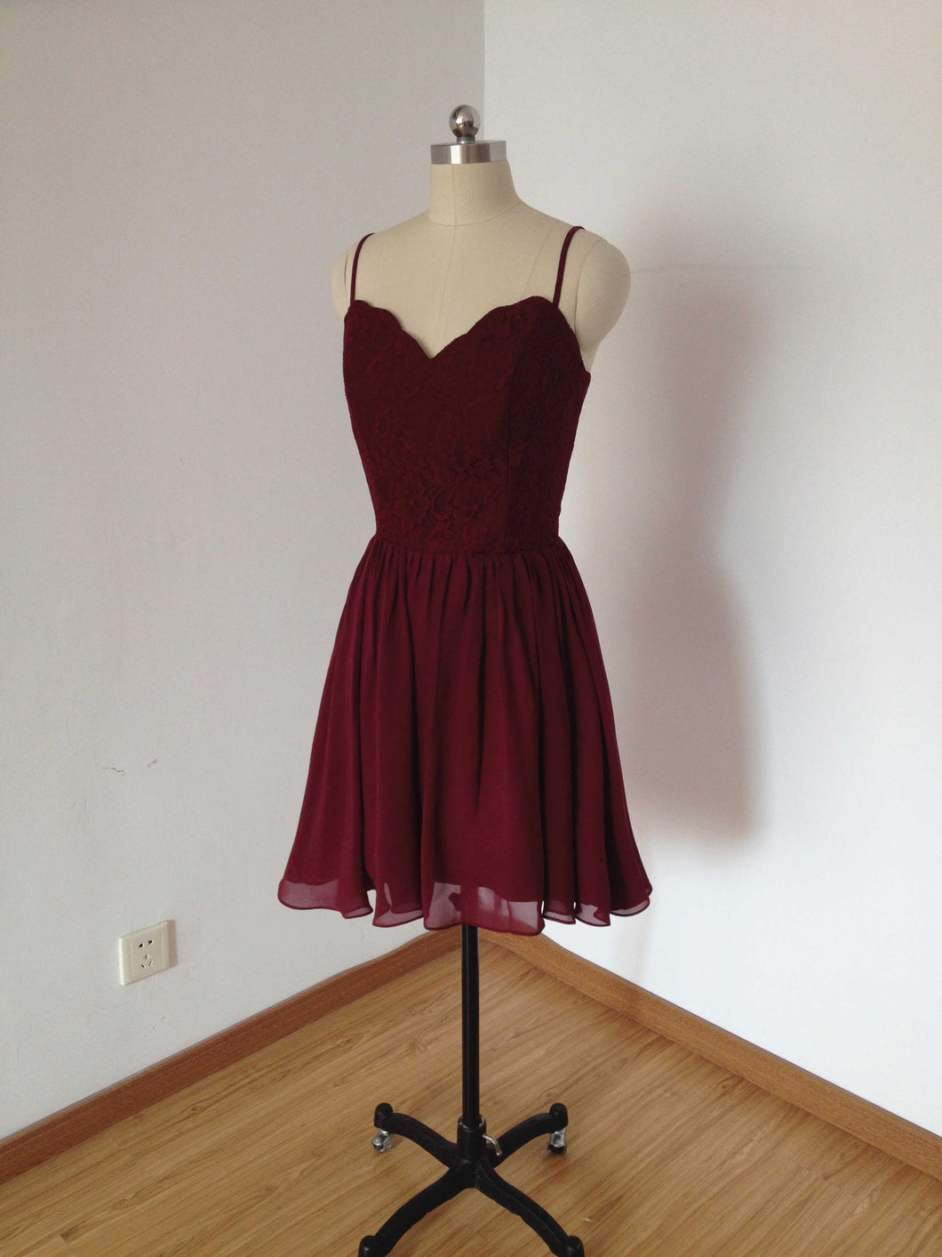 Spaghetti Straps Burgundy Lace Chiffon Short Homecoming Dress