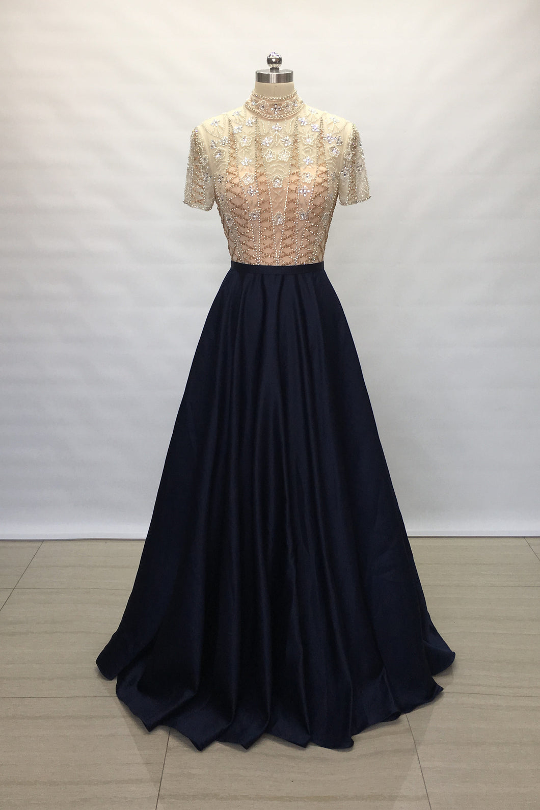 Modest Sweetheart Navy Blue Satin Long Prom Dress 2020 Short Sleeves