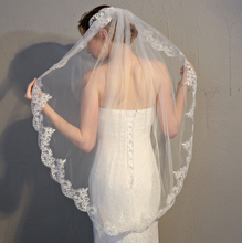 Load image into Gallery viewer, One Tier Lace Trim Ivory Wedding Veil with Comb
