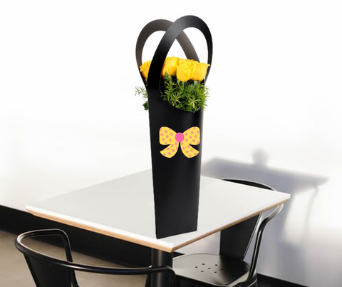 10 Yellow Roses in Black Sleeve Bag