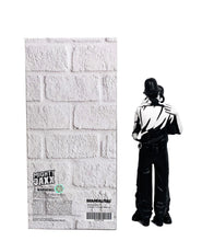 Load image into Gallery viewer, BANKSY 'Kissing Coppers' Resin Art Figure - Signari Gallery