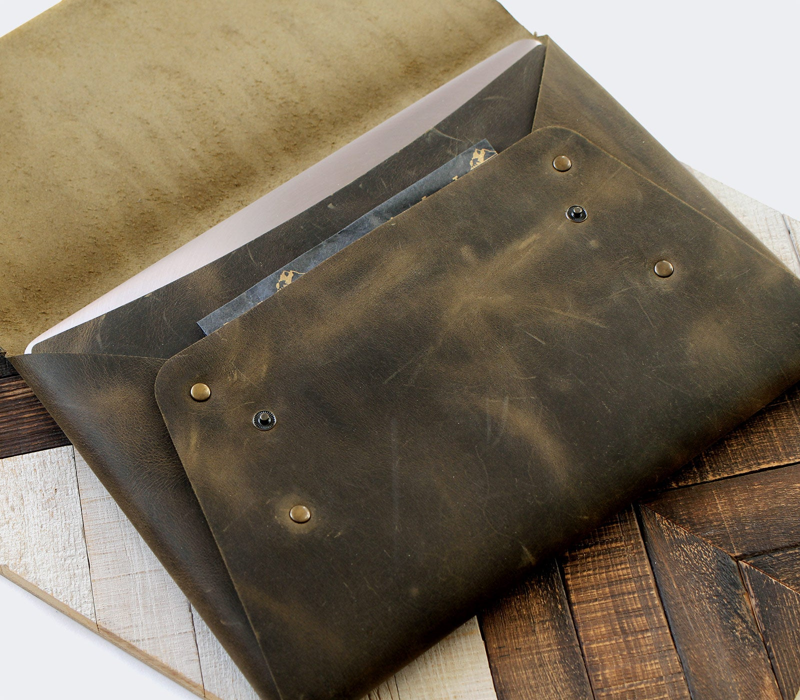 (NEW) Leather Macbook Case - Green