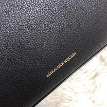 Load image into Gallery viewer, Alexander Mcqueen Box Bag 19cm Black (New)
