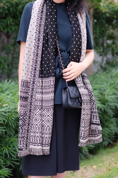 Classic Charlie Shawl in Ivory Black