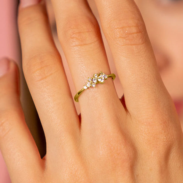 The Dainty Laurel Ring