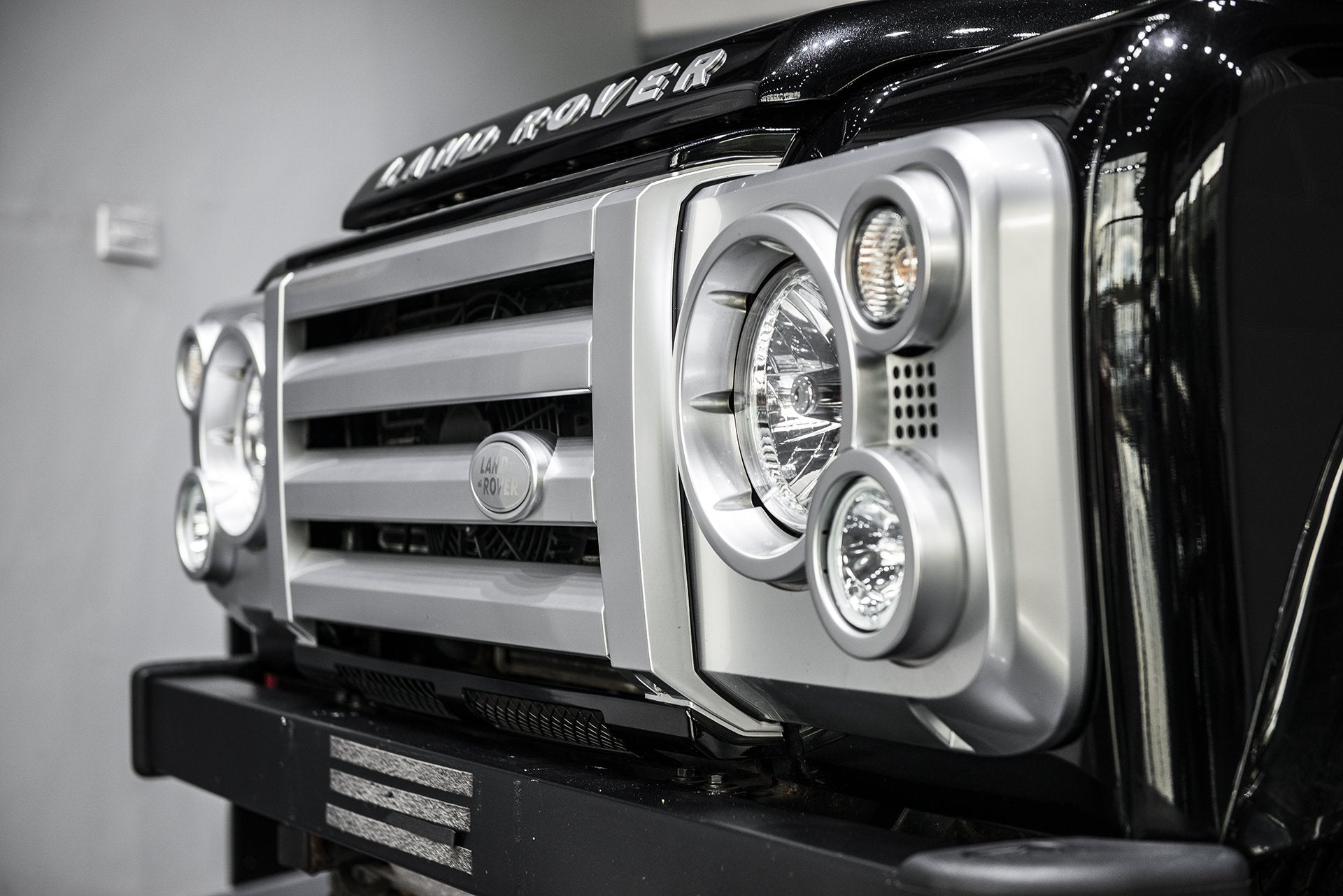 Land Rover Defender 90 (1991-2016) Retro Front Grille With Headlight Surrounds by Chelsea Truck Company - Image 1163