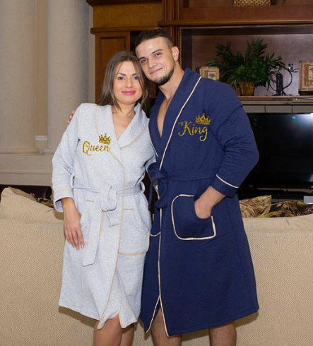 His and Hers Personalized Collar Bathrobes for Couples - Bridesmaid's World