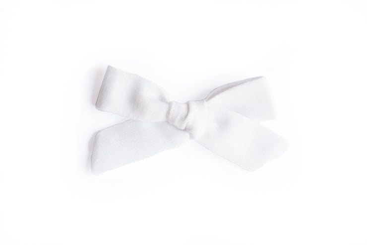 WHITE LINEN | MINI Bows for babies, toddlers & kids | Kids Clothing and Accessories | La-Bel