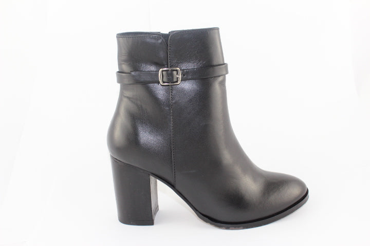 Human Premium Lulu Short Heel Leather Boot