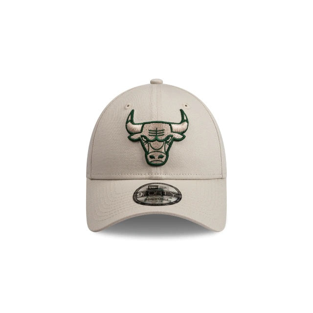 CHICAGO BULLS 9FORTY CS STRAPBACK - STONE/FOREST GREEN