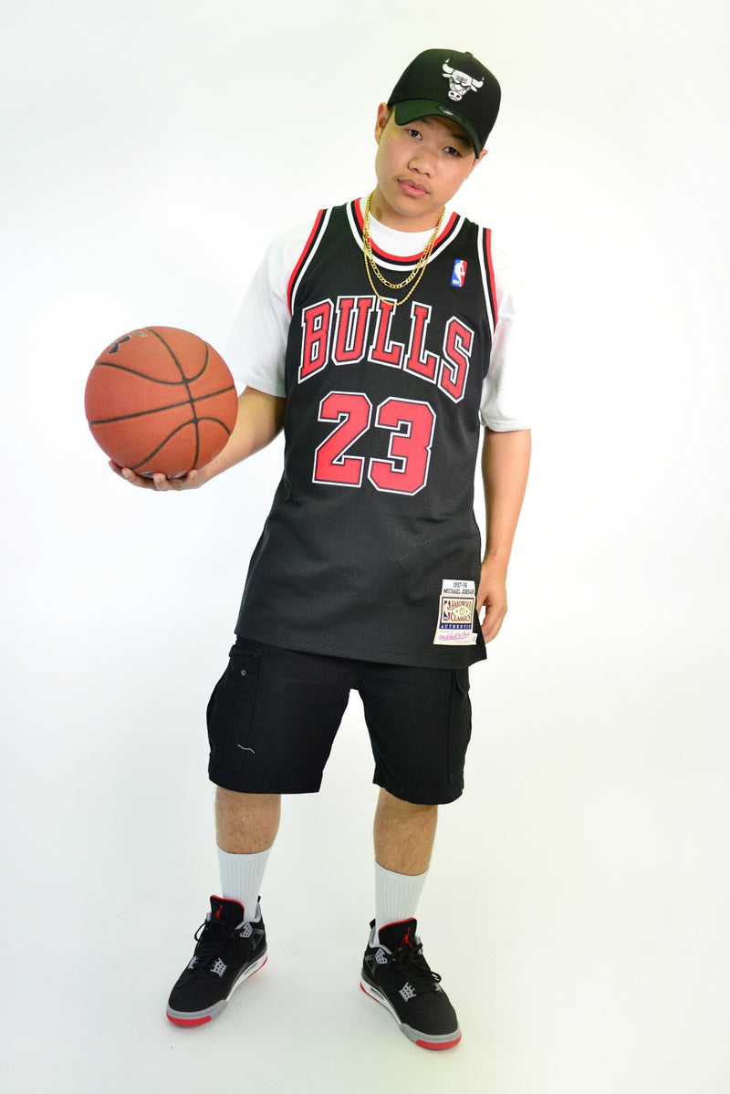 AUTHENTIC NBA SWINGMAN JERSEY CHICAGO BULLS MICHAEL JORDAN 23 '97-98  BLACK