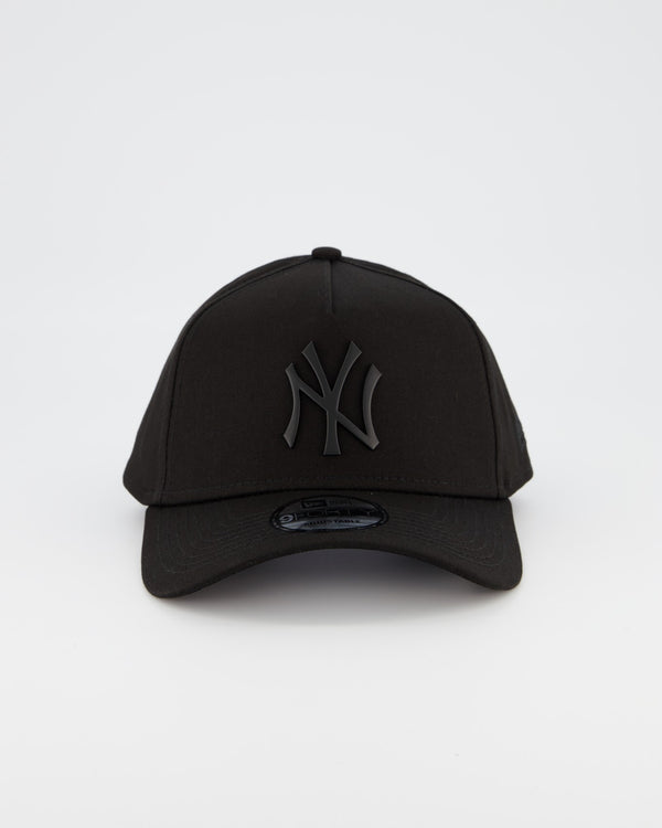 NEW YORK YANKEES 9FORTY A-FRAME - BLACK METAL BADGE