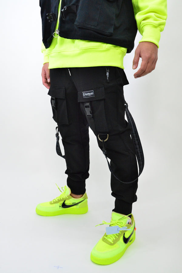 LASTLEVEL OFFSET CARGO TECH JOGGERS - BLACK