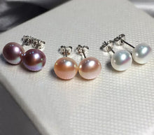 Load image into Gallery viewer, LILYBELLE Freshwater pearl studs