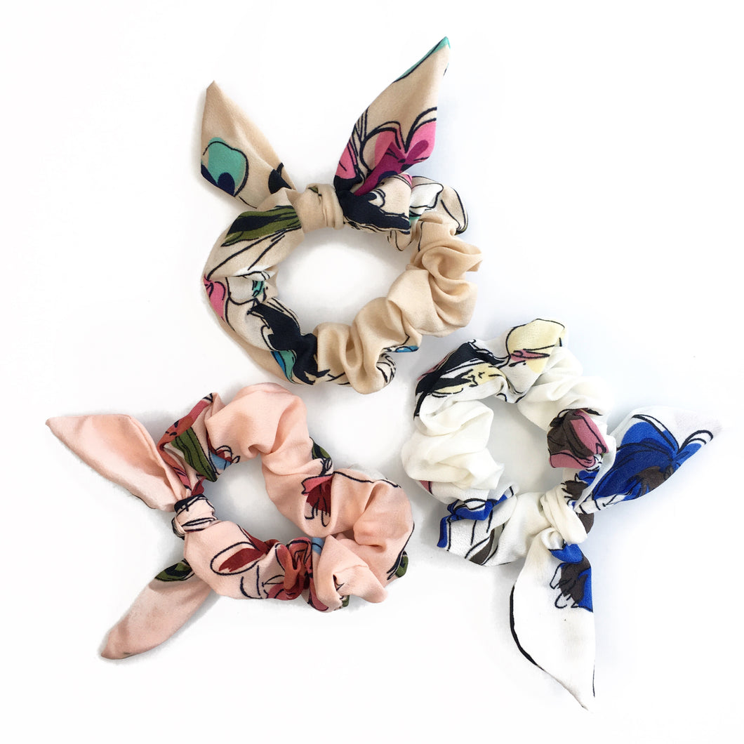 SAVANNAH FLORAL SCRUNCHIE