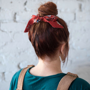 TAYLOR BOW SCRUNCHIE