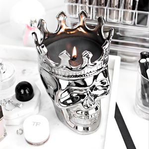 Silver Maximilien Skull Candle in Thé Aroma