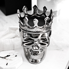 Load image into Gallery viewer, Silver Maximilien Skull Candle in Thé Aroma