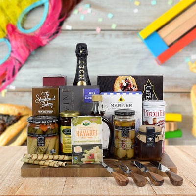 Deluxe Kosher Snack Basket with Champagne, champagne gift baskets, kosher gift baskets, gourmet gift baskets, gift baskets, Jewish holiday gift baskets, Purim gift baskets, Shabbat gift baskets, Passover gift baskets
