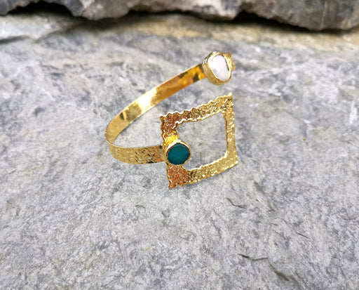 Bracelet with Green Gemstone and Real pearl Gold Plated Brass Adjustable SR69