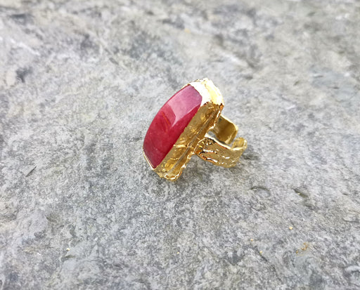 Ring with Fuchsia Gemstone Gold Plated Brass Adjustable SR94