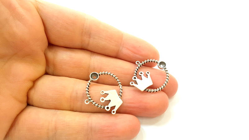 2 Silver Charms Silver Plated King Charms Antique Silver Plated Brass (23mm)  G7415