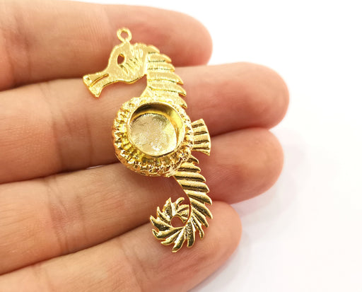 Gold Pendant Blank Seahorse Base inlay Blank Necklace Blank Resin Blank Mountings Gold Plated Brass ( 10mm blank ) G19068