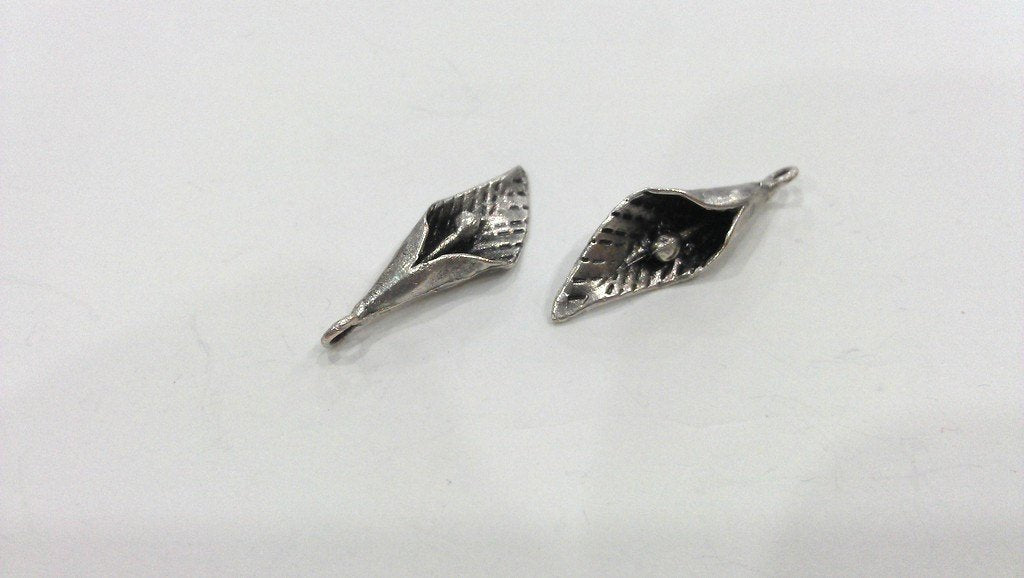 2 Antique Silver Charms  Flower Charms G9642