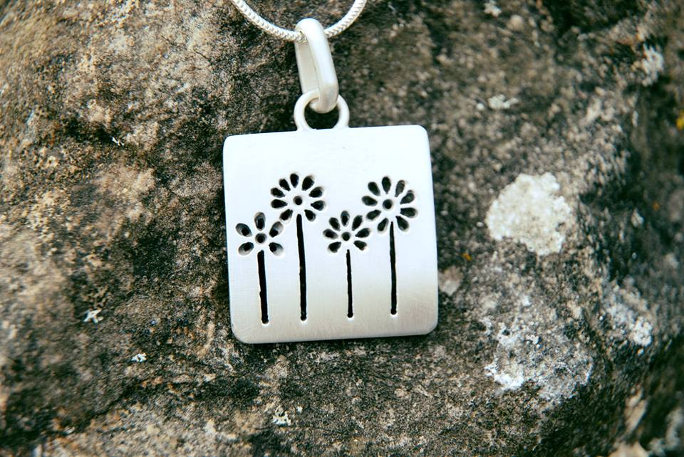 Small flowers necklace