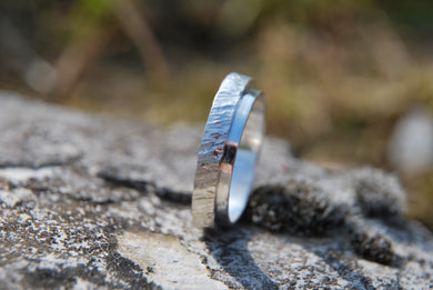 Men textured wedding ring