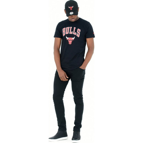 Camiseta Negra New Era de los chicago bulls NBA.
