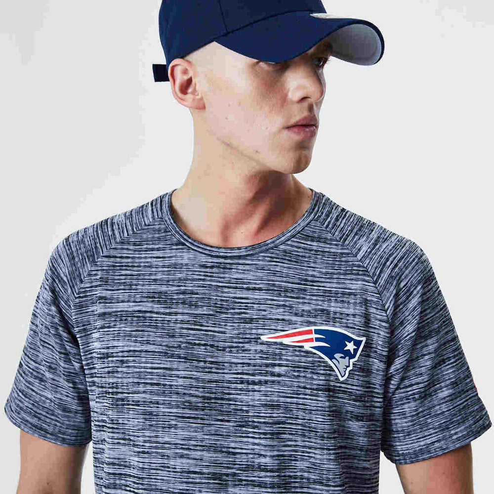 New Era - Camiseta New England Patriots NFL Engineered Gris