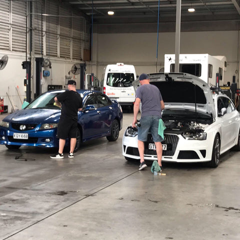 Having fun teaching detailing in Auckland polishing at trucks and trailers detailing school with Prodi  chemcial guys importer and distributor for new zealand