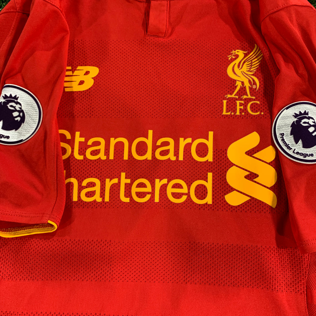 Détail patch Premier League maillot domicile liverpool vintage saison 2016-2017 floqué Emre Can numero 23 Standard Chartered Newbalance