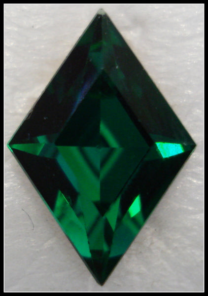 13x9mm (4710) EMERALD COLOR DIAMOND SHAPES
