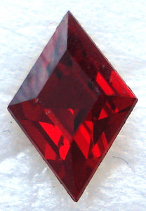 6x4mm (4710) DIAMOND SHAPE IN SIAM RED