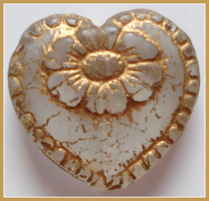 18X17IN ORNATE CLEAR HEART BEAD