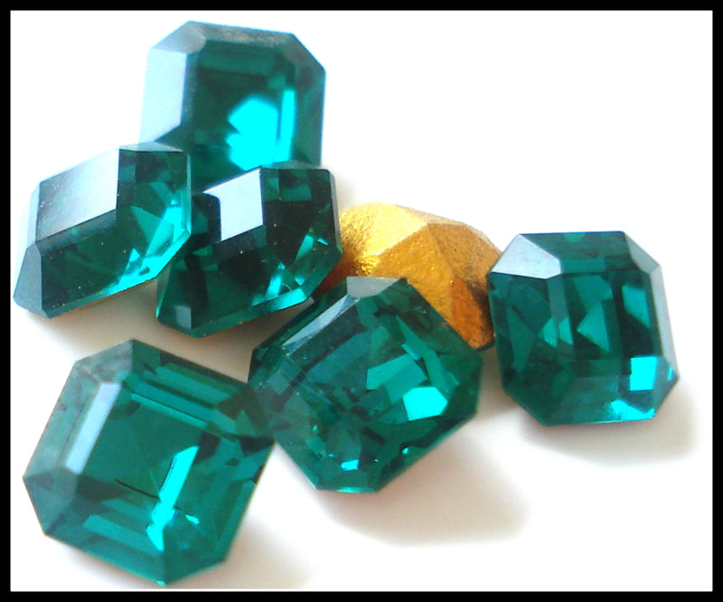 6MM (4671) SQUARE OCTAGONS IN EMERALD COLOR