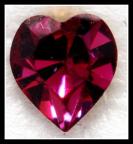 5.5X5MM (4800) FUCHSIA HEART SHAPES