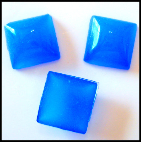 8MM (2400) BLUE CALCEDONY SQUARE CABOCHONS