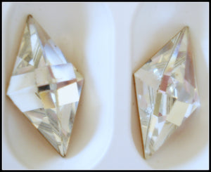 25X13MM (4711) CRYSTAL POINTED TOP DIAMOND