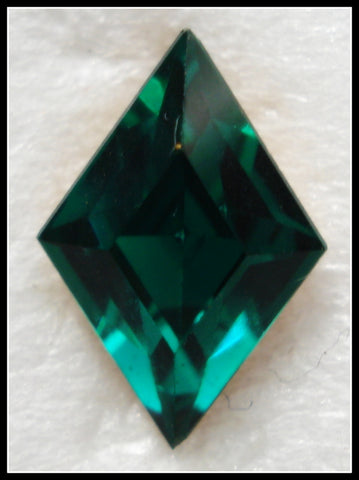 10.5X7MM (4710) EMERALD COLOR DIAMOND Shape