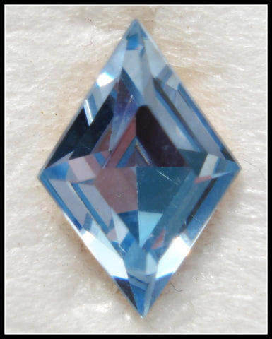 10.5X7MM (4710) LIGHT SAPPHIRE DIAMOND SHAPE