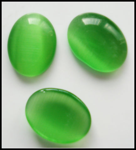 8X6MM (1685) CAT'S EYE GREEN OVAL CABOCHONS