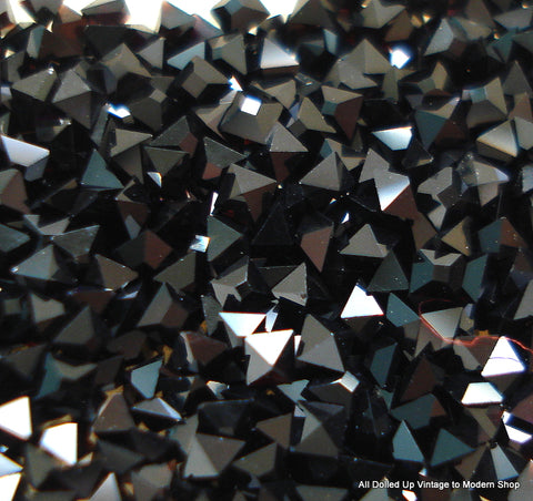 1.4MM (4400) SWAR. JET BLACK SQUARES GROSS QTYS