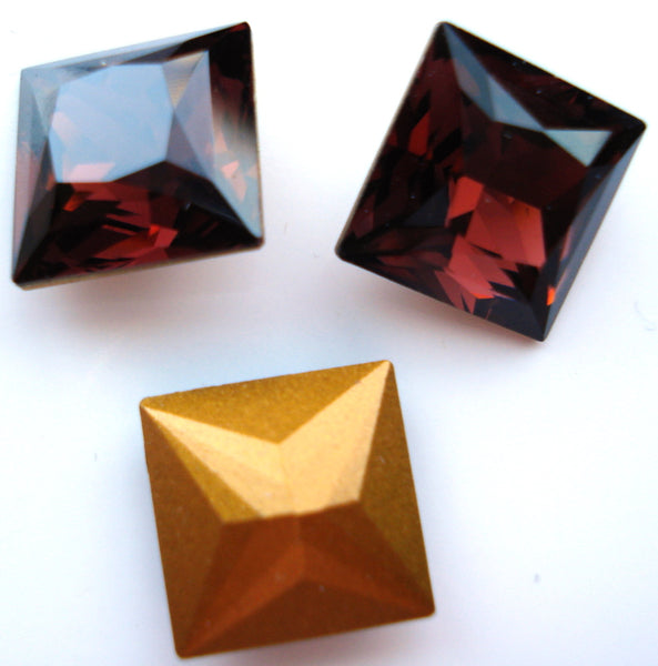 12mm (4447) Burgundy Fancy Cut Square Shape